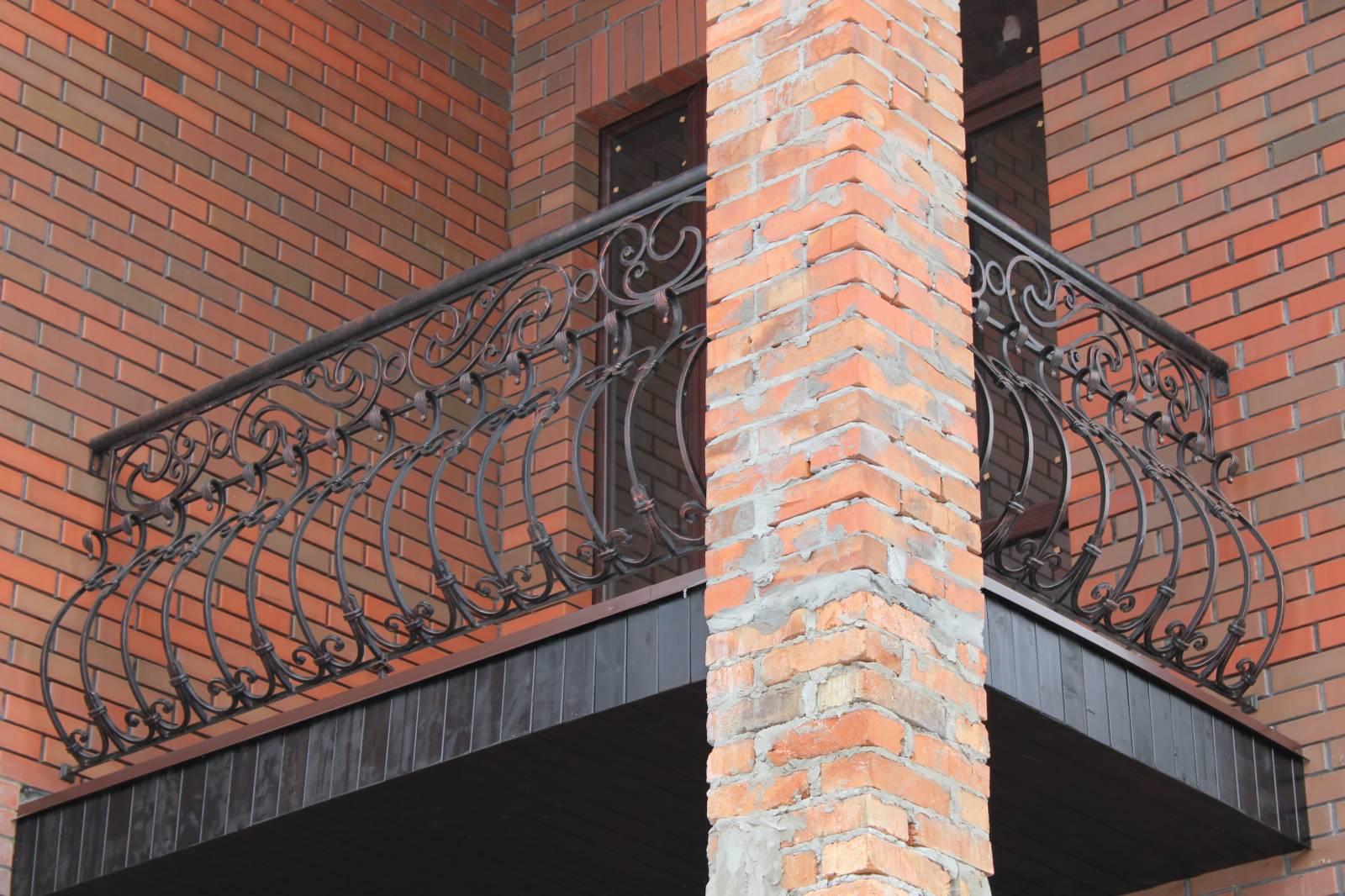 Кованые балконы, кованые ограждения балконов фото, стили бал.